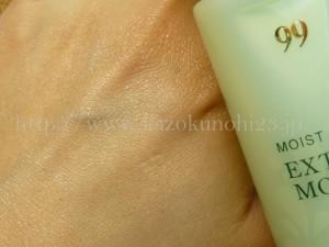 カサつく肌にたっぷりの潤い補給をしてくれるノエビア99モイストミルクの使用感を紹介