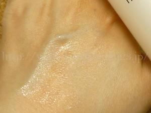 若干のペタペタ感が残るイプサのメタボライザースーペリア3.化粧水と乳液の役割を果たすのでこれぐらいは許容範囲だと思いました。