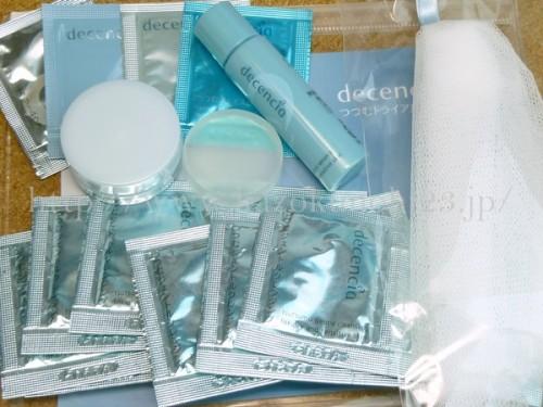ポーラ・オルビスといった通販に力を入れている化粧品メーカーと同じグループ会社のディセンシア化粧品。デリケートな敏感肌のスキンケアを販売してます。つつむはその中でも保湿メインのスキンケアとなります。(画像は、つつむお試しセット。)
