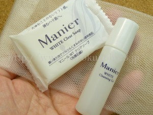 マニール(太陽製薬ヘルスケア)マニール クリアソープ(manier whiteclearsoap)とWHITE クレンジングジェル(manier whitecleansinggel)が入ってました。