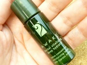 awake herbal vitalizing deep hydratorは、エイジングケア高保湿美肌化粧水なのですが、肌なじみなどが気になるので、画像付きで紹介する。