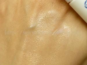 tout vertナノエマルジョンは、乳液なのにミルククレンジングのようなシャバシャバな乳液でした。肌なじみなども写真付きで報告します。
