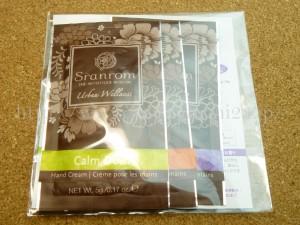 グロッシーボックスに入っていたパウチ式のハンドクリームSranrom(サランロム)3種類セットの肌なじみや香りなどを口コミします。