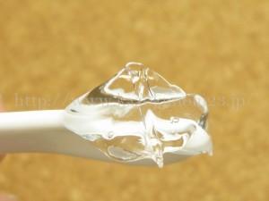ガラス細工のようなキラキラのジェルをしているグレースアンドルケレシミウスの薬用ホワイトニングリフトケアジェル。実際にスパチュラにのっけてアップで撮影して見たので口コミします。