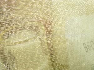 外側から見るとこんな感じ。浴衣の兵児帯(へこおび)風の金の生地が外側についてます。金のベールみたいで可愛い。