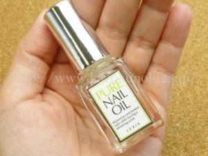 ネイルサロンなどで仕上げとして使っているところもあるネイルオイル。こちらはオラクル化粧品のピュアネイルオイル(PURE NAIL OIL)。爽やかなオレンジっぽい香り。