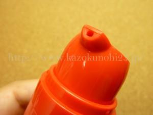 簡単プッシュタイプのフェイバリットスパのラメラクリームの取り出し口。