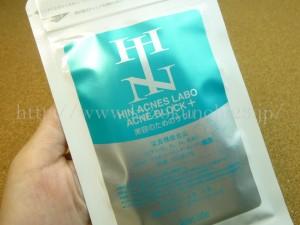 ニキビ肌のためのイソフラボンサプリの本商品が入ってました。ホルモンバランスの乱れからくる大人ニキビを内側から改善するための栄養機能食品ということのようです。