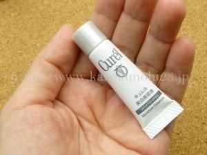 キュレル美白トライアルセットに入っていた美白美容液の肌なじみを写真付きで口コミ報告していきます。