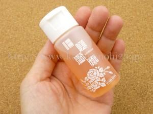 ダマスクローズ、カミツレ花エキス、ザクロ花エキスが配合された日美綺麗(ひびきれい)AGトリプルR(エッセンス)はサラサラの美容液でした。