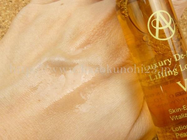 アンプルール 肌年齢を若返らせる化粧水(ドクターズコスメ リフティングローションプラス)の肌なじみや使用感を写真付きで紹介