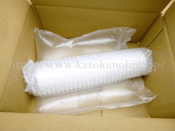 真っ白なパッケージのヴィタクトバランシングウォータージェル。届いてすぐには紙管であることはわかりませんでした。