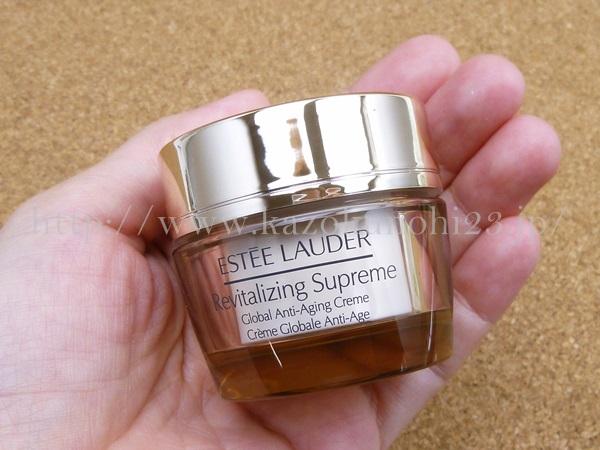 ESTEE LAUDER Revitalizing Supreme エスティローダーファーストトライアルキットに入っていたシュープリームトータルクリームの使用感や肌なじみを写真つきで口コミ。