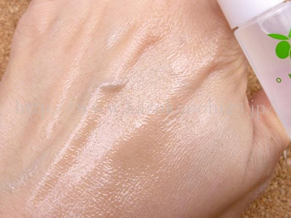無添加基礎化粧品OKADAスキンケアの肌へのなじみ具合を写真つきで紹介中。