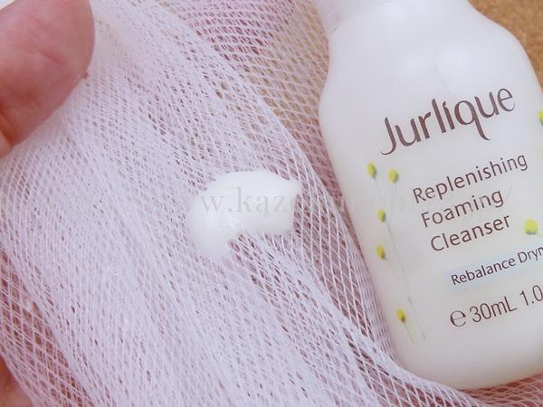 ジュリークフォーミングクレンザーリプレニッシング洗顔料は、リーズラベンダーの香り。