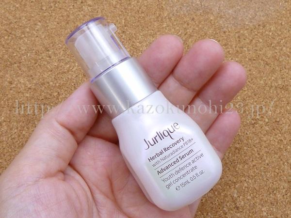 ジュリークハーバルアドバンスセラム美容液の肌なじみや質感を写真つきで報告。