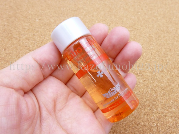天然由来の乳酸やリンゴ酸が配合されたラボラボSKAローション。ふきとり化粧水のようです。