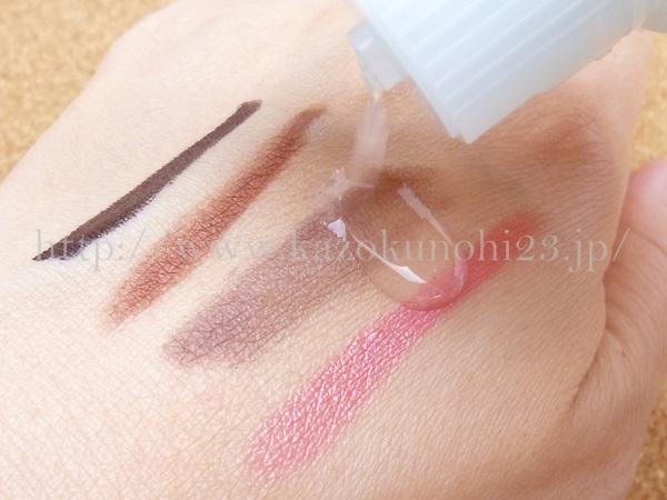 無添加基礎化粧品FANCL(ファンケル)のクレンジング効果をリキッドアイライナー・アイライナー・アイシャドウ・口紅を使って実験している画像。サラーッとしてます。