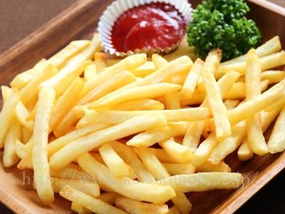 偏った食生活による乾燥。甘いものだけ、フライ多めとかの偏った食生活も危険です。