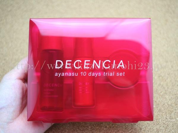ディセンシアのアヤナスは、こんな感じの赤いビニールケースに入って届きました。