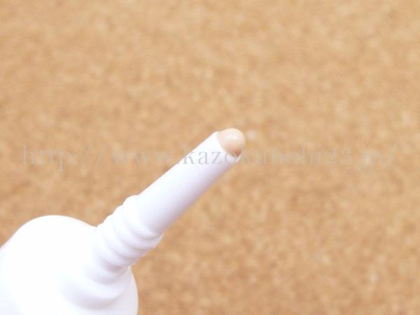 先っちょ細め、適量が出しやすいタイプのウェアルー乳液。