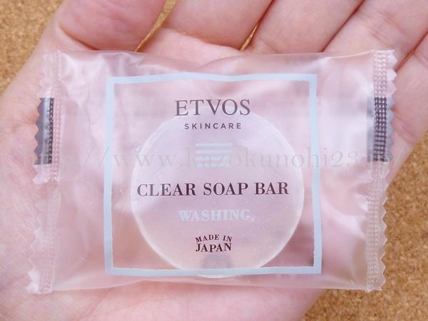 エトヴォスクリアソープバーは透明枠練石鹸です。