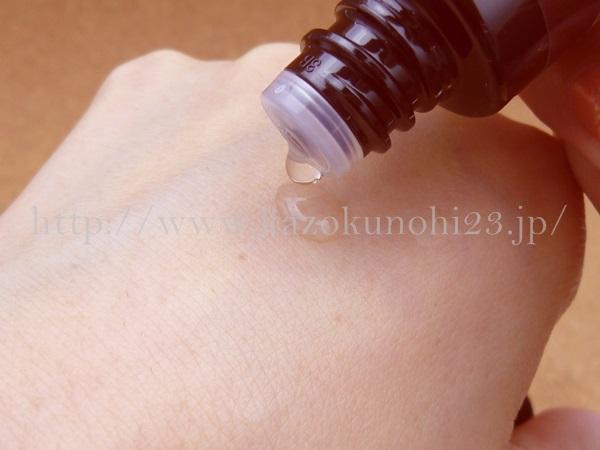 ノバラやローズマリーなどが香り成分として配合されたオリーブキュアスキンローション化粧水。