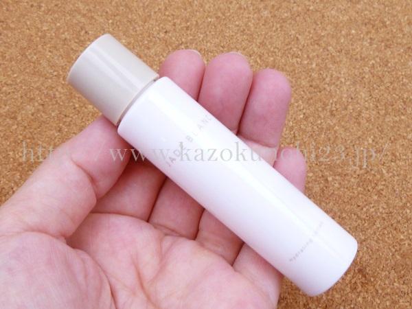 ジェイドブラン ハイドレーティングローションM (化粧水) 18mLの肌なじみを写真つきで口コミ報告します。ちょっと容器に難が…硬いです。