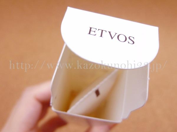 エトヴォス スポット美容液であるバランシングVCクリアジェルは、こんな感じで箱に入っていました。