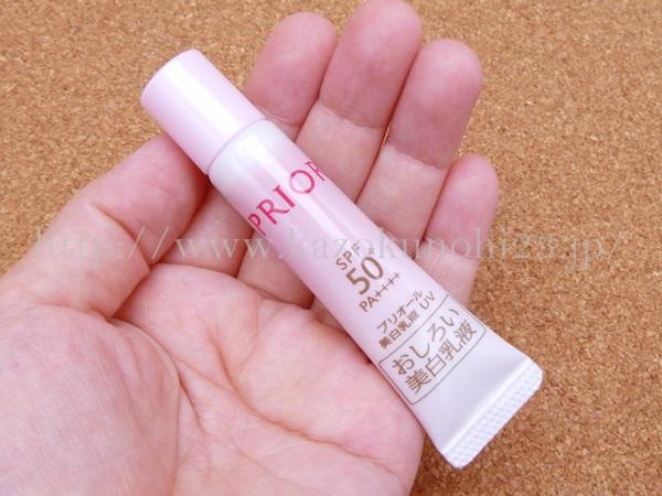 資生堂プリオール おしろい美白乳液(薬用日中用乳液) 5mLはチューブタイプの容器にはいっています。