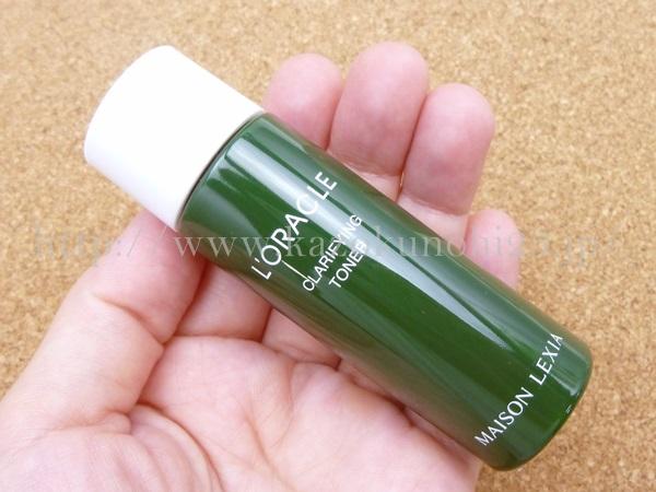 オーガニックスキンケアお試しセットに入っていたクラリファイングトナー(化粧水)18mlを使った感想を写真付きで口コミ報告しています。