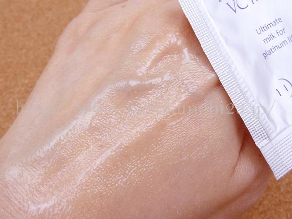 まずまずのベタッと具合が気になるシーボディのプラチナVCミルク乳液。肌なじみはやはり、ゆっくり着実に…という感じのイメージです。