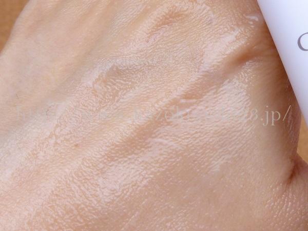 クレイ洗顔料が乾いてくると、肌をこすってしまうことが多いので、こんな感じになってきたら、即あらい流すべしです。