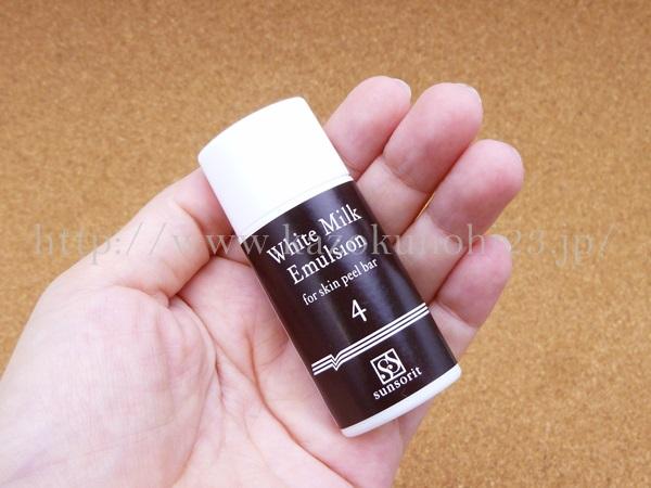 医療現場で使われているメディカルスキンケアを販売しているサンソリットのブライトニング乳液には、アルブチンやビタミンC誘導体がはいっています。