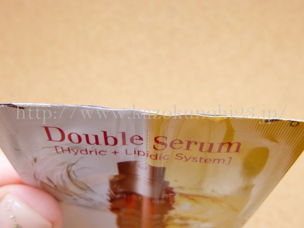 clarins trialset クラランスお試しセットに入っていたダブルセーラム美容液は、水溶性・油溶性の2つの美容液を混ぜ合わせて使う美容液です。