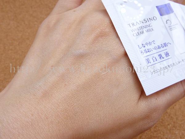 トラネキサム酸配合の薬用ホワイトニングクリアミルクの肌なじみについて口コミ報告中。