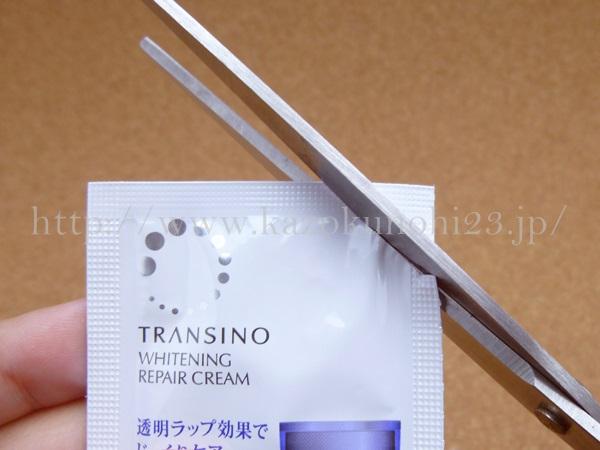 トラネキサム酸入りのトランシーノ薬用ホワイトニングリペアクリームの肌なじみを写真で公開中。