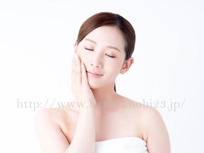 シミ・くすみは美白化粧水で予防!美白の実力は成分でわかる。シミのできるメカニズムから、シミに効果的な化粧水の選び方までを解説中。
