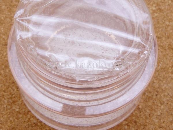 資生堂スリーピングパックの使用方法を写真付きで口コミ中。薄いビニールの膜がついてます。