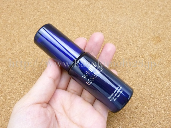 white essence 日本ライフ製薬のホワイトエッセンスは、フラーレン、ビタミンC、アルブチンなどが配合された美白美容液。