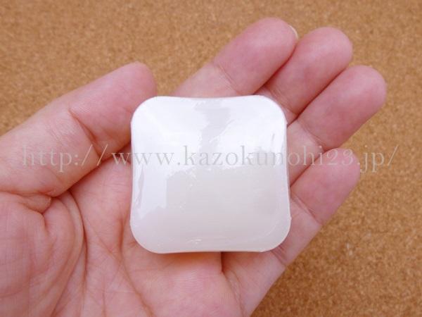 オルタナティブスキンケアお試しセット ロフトオリジナル(松山油脂)の洗顔石鹸はこんな感じ。