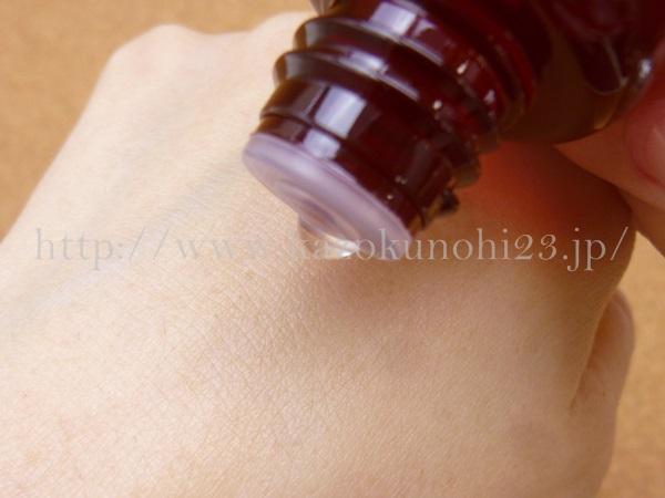 ファンケルビューティーブーケの発酵浸透化粧液のテクスチャーや肌なじみを写真付きで口コミ報告します。