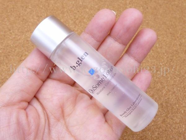 ビバリーグレン エイジングケアお試しセットに入っている化粧水を使った肌なじみや質感などを写真付きで口コミ報告します。画像はQusomeローション。