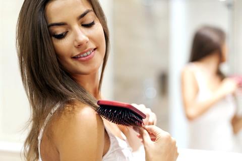 女性医師がヘアケアについて徹底解説!秋の抜け毛を防ぐには?