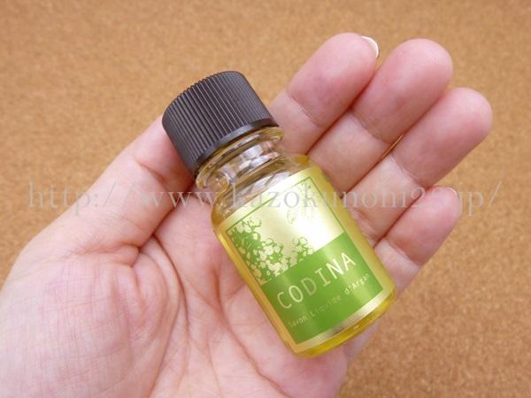 コディナフェイシャルサヴォンは、クレンジングもできる洗顔料です。透明の洗顔料なので、泡立つのか、リキッドっぽいのかなど、不思議がいっぱいです。