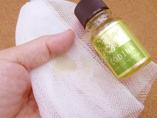 コディナ(CODINA)お試しセットに入っていたクレンジング洗顔料の泡立ち具合を確認します。