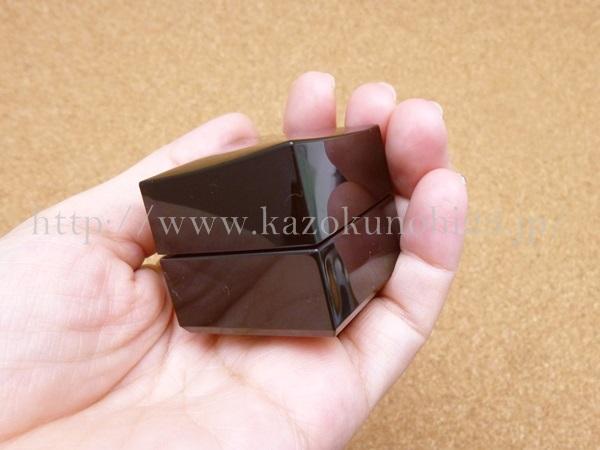 ポーラBAシリーズの保湿クリームはこんな感じで四角です。