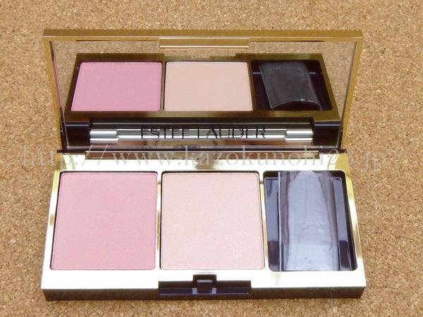 エスティ ローダー ピュア カラー エンヴィ チーク パレットは、頬の血色が良さそうなピンク入り。