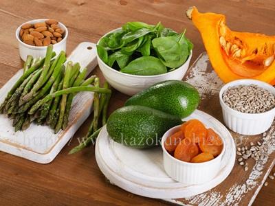 強い抗酸化力を持つビタミンEを多く含む野菜には、かぼちゃ・アボカド・ナッツ・ほうれん草などがあります。