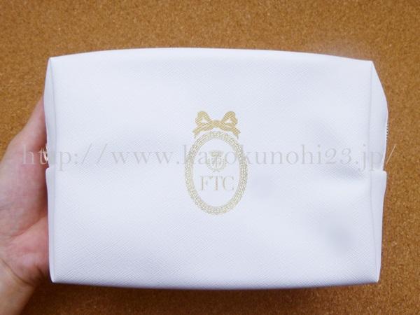 君島十和子化粧品 フェリーチェトワコお試しセットを購入しました。写真はおまけポーチとして入っていたオリジナル真っ白なポーチです。